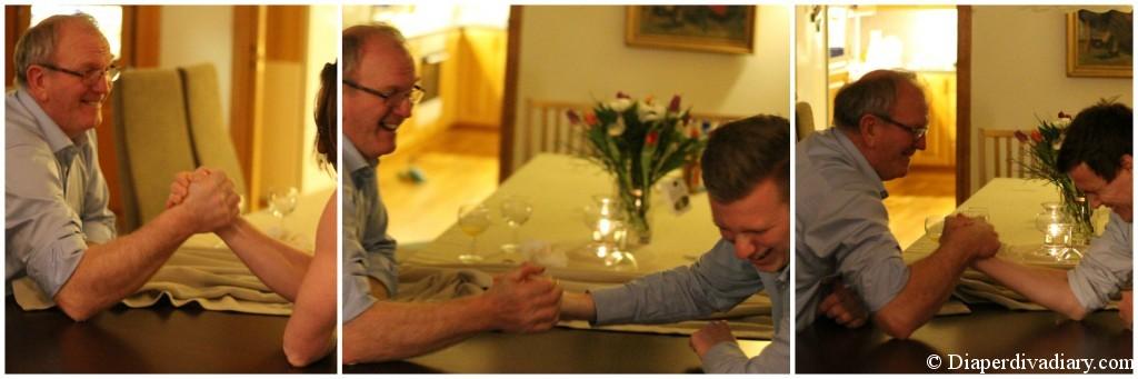 Knus, knus, og knus! Min pappa er sterkere enn din!